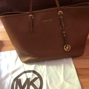 Michael Kors Jet Set Travel Tote-Large
